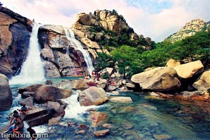崂山景点:龙潭喷雨