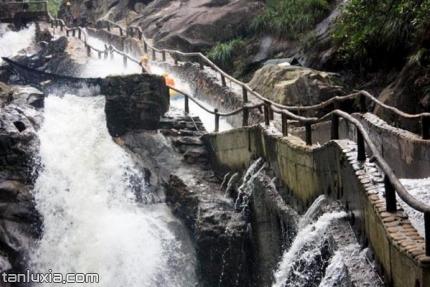 云灵山旅游景区景点:峡谷漂流