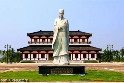 黃香紀念園景點:黃香石像
