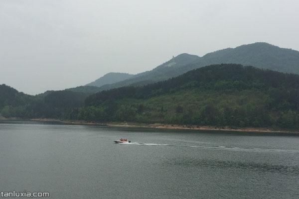 觀音湖上的快艇