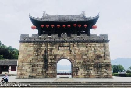 屈原故里景點:古城門