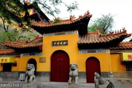 千佛山景点:兴国禅寺