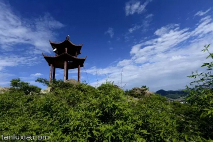 棋山国家森林公园景点:山顶小亭