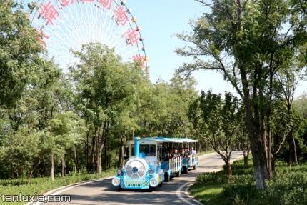 济南野生动物世界景点:小火车