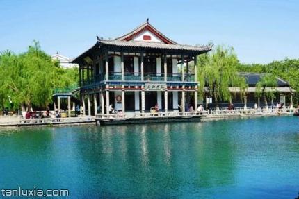 五龙潭公园景点:龙潭观鱼