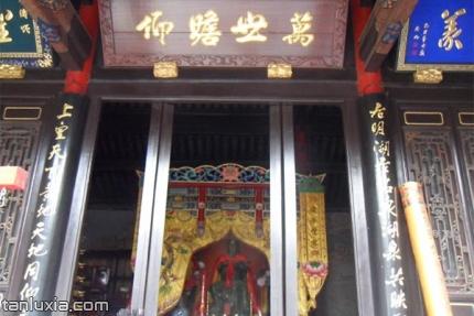 芙蓉街关帝庙景点:关公牌位