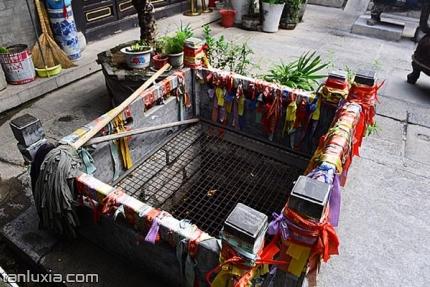 芙蓉街关帝庙景点:泉水井