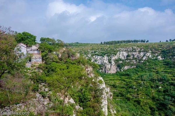 村庄的下面就是悬崖