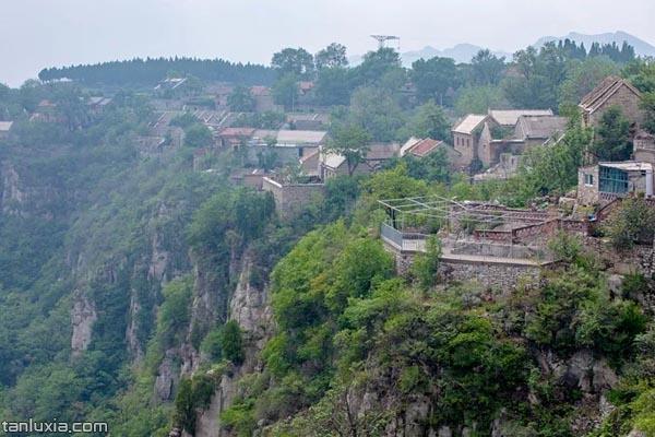 悬崖上的村庄