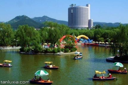 泉城公園景點:公園遊船