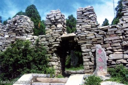 方峪古村落景点:南城门