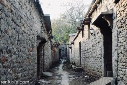 方峪古村落景点:古巷