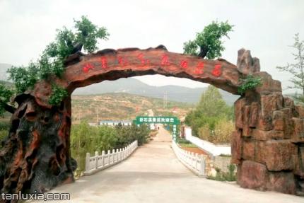 萊蕪彩石溪景區景點:山東彩石溪風景區入口