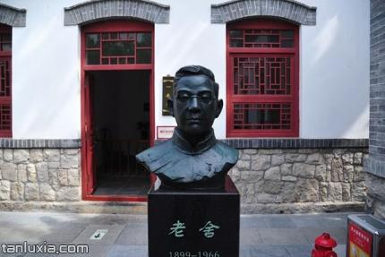 济南老舍纪念馆景点:老舍塑像