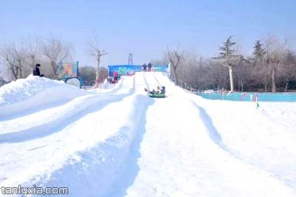 济南黄河冰雪大世界景点:雪地滑道