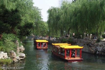 济南黑虎泉景点:游船