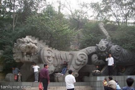 济南黑虎泉景点:黑虎雕像