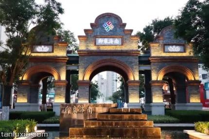印象济南·泉世界文化夜市景点:印象济南门面
