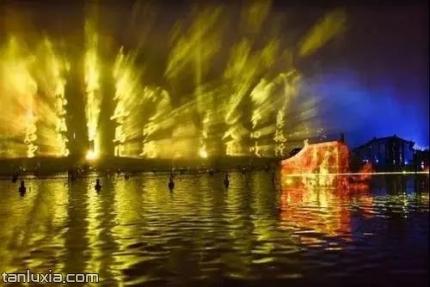 泉城夜宴·明湖秀景点:序幕:珍珠戏蝶 柳绿荷红