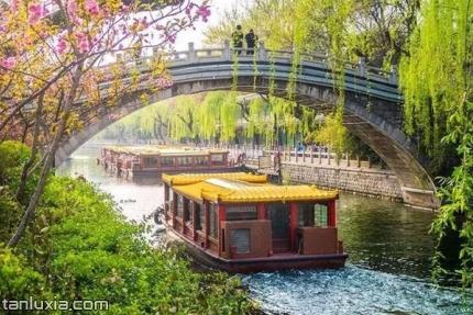 济南护城河景点:护城河上的游船