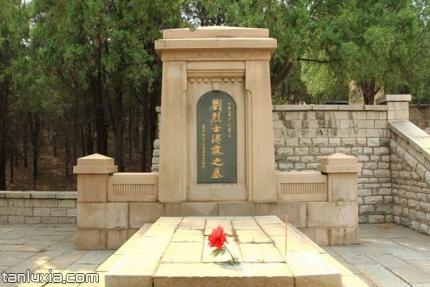济南辛亥革命烈士陵园景点:烈士墓