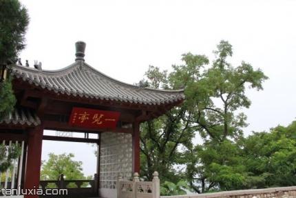 千佛山历山院景点:一览亭