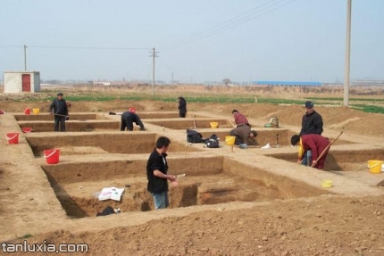 长清月庄遗址景点:发掘现场