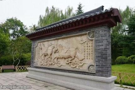 五龙潭秦琼祠景点:影壁