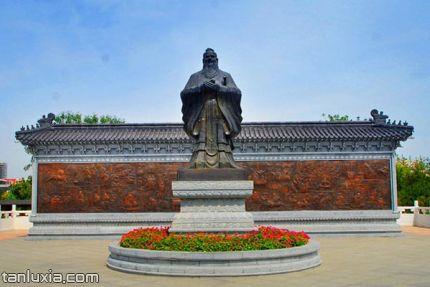 青島國學公園景點:孔子雕像