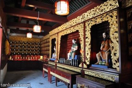 青岛市民俗博物馆景点:《百家姓》姓氏陈列