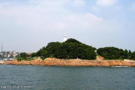小青島公園景點:燈塔