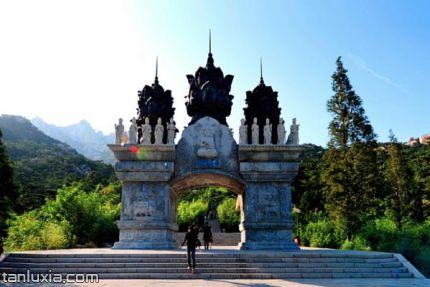 崂山华严游览区景点:石牌坊