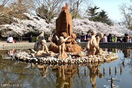 青岛中山公园景点:七小童喷水池
