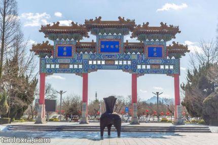 青岛双珠公园景点:牌坊
