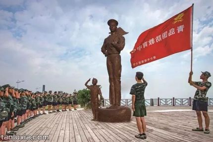青島海軍公園景點:海軍雕塑