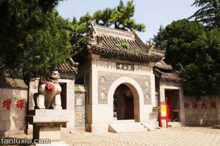 青島湛山寺景點:山門