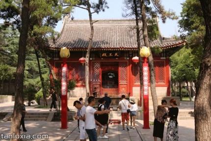 青島湛山寺景點:天王殿