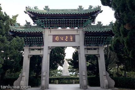 青島魯迅公園景點:魯迅公園牌坊