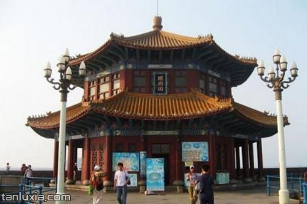 青岛栈桥公园景点:回澜阁