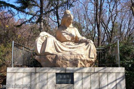 煙墩山公園景點:黃道婆雕塑