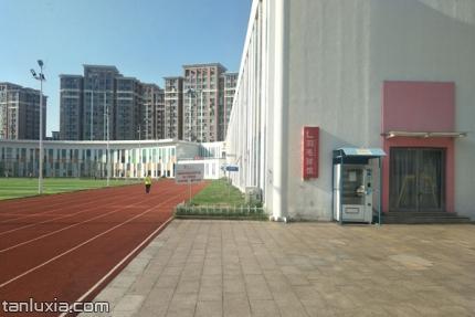 青島中聯運動公園景點:中聯運動公園一角